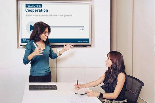kelas face-to-face ef kursus bahasa inggris profesional